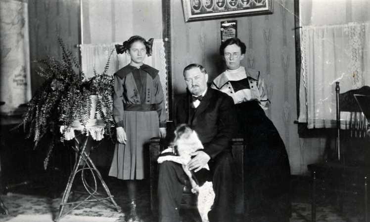 Heinrich Mueller family