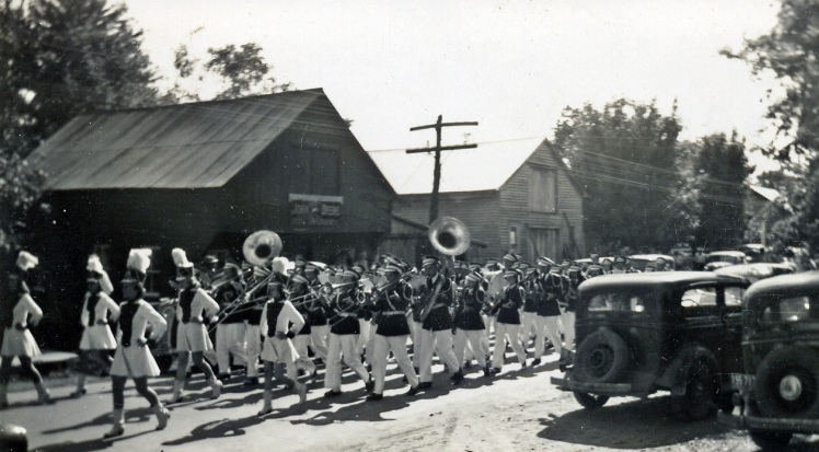 a-high-school-band-1940s