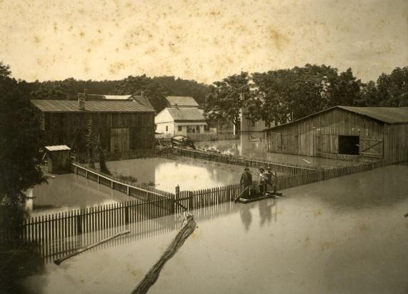 03-flood-birner-livery-stable-x