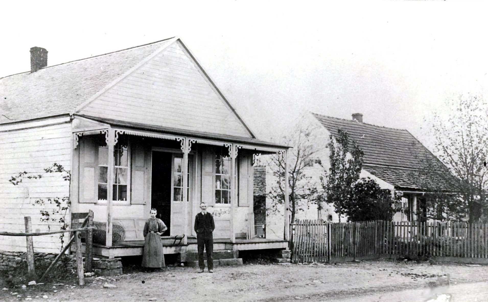 1920-schmidt-store-and-home