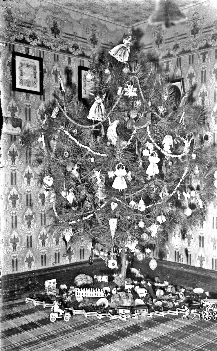 christmas-tree-toys