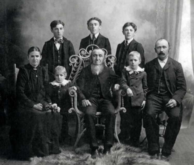 julius-kuehnert-family
