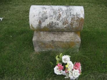 John E Lottes gravestone