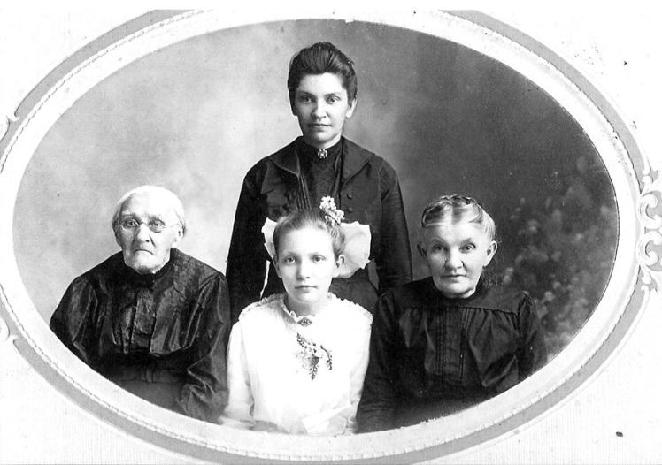 F.R. - CHRISTINA MUELLER, CLARA LOEBS, AMELIA THEISS B.R. - BERTHA LOEBS