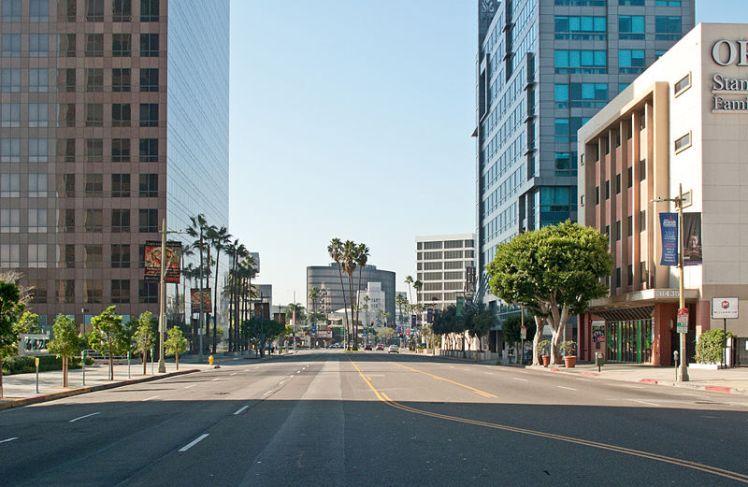 Wilshire_Boulevard_towards_Beverly_Hills