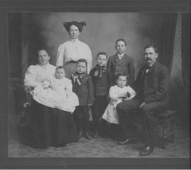 Edward Fischer family photo 1908