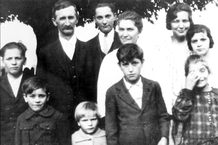 MR. & MRS. EMMANUEL G. SCHMIDT AND THEIR CHILDREN
