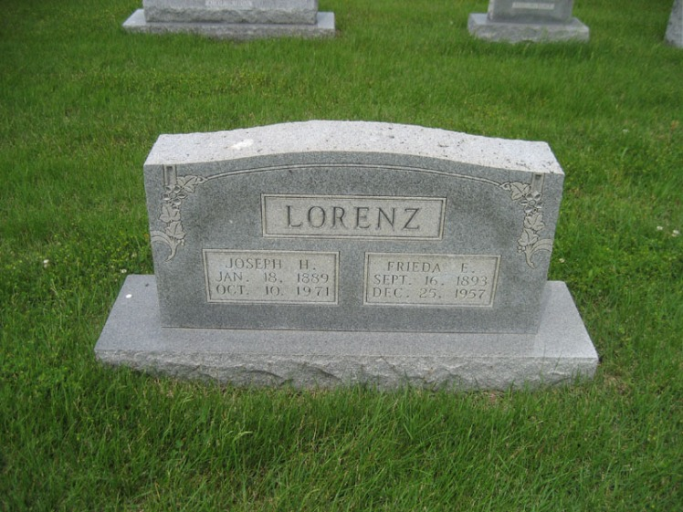 Joseph and Frieda E. Lorenz gravestone