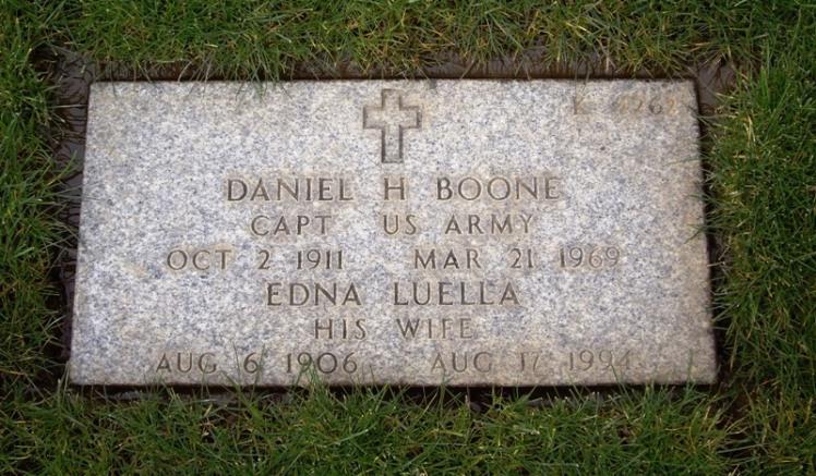 Daniel and Edna Boone gravestone