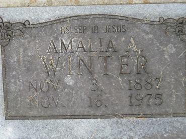 Amalia Winter gravestone