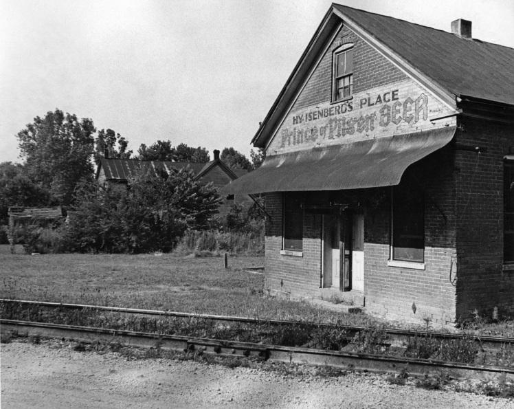 Henry Isenberg Saloon X