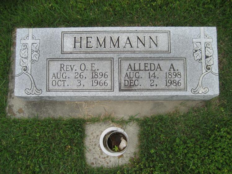 Oscar and Alleda Hemmann gravestone Immanuel Perryville