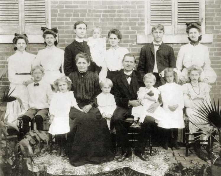 Rev. Otto R. Hueschen family 1902