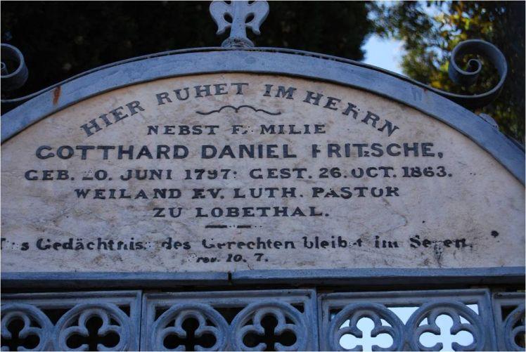 1024px-Grave_of_Pastor_Fritzsche Lobethal