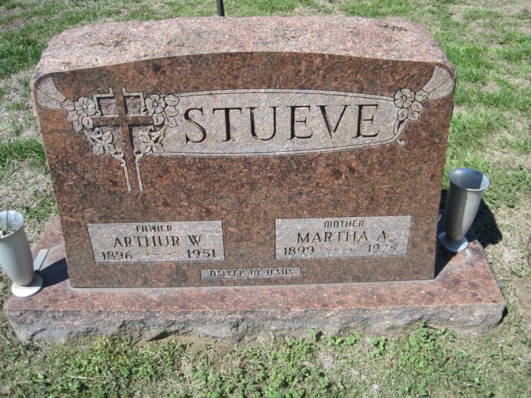Arthur and Martha Stueve gravestone Christ Jacob