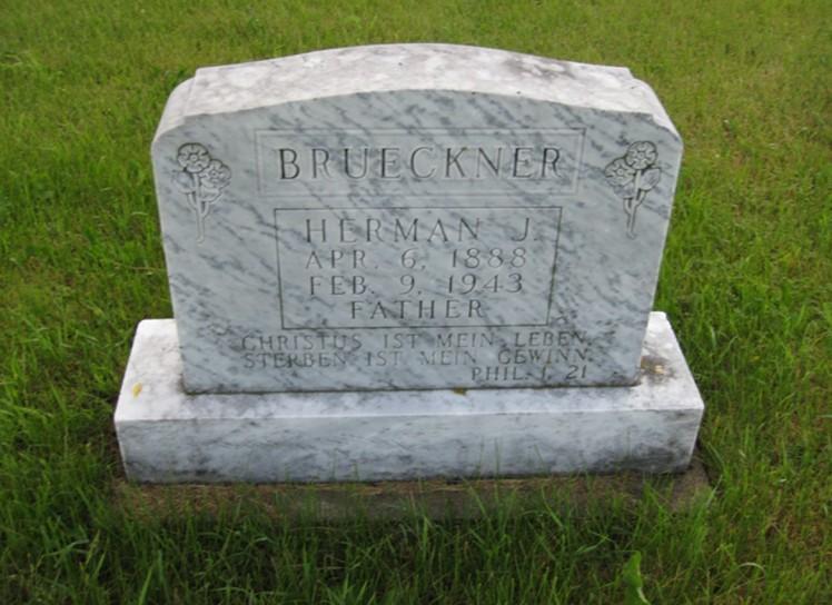 Herman Brueckner gravestone St. Andrew Niagara ND
