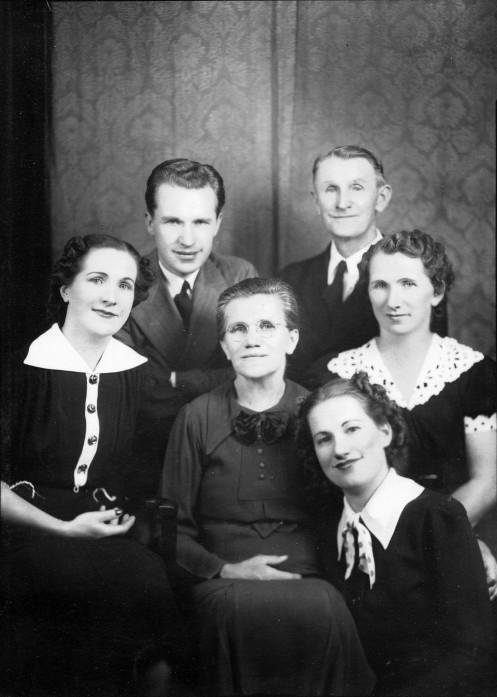 Fig 2_1936-001_Martin Mahnke family
