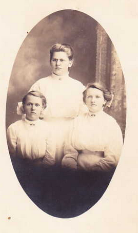 Three Darnstaedt girls