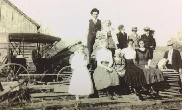 Gottfried Noennig children on farm