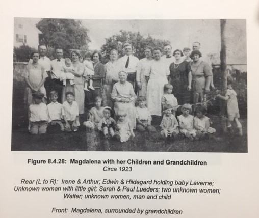 Magdalena Weinhold and grandchildren