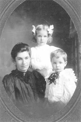 Bertha Loebs with children